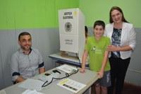 Com urna eletrônica iniciada eleição nas escolas para eleger próximos vereadores mirins